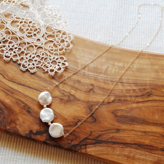 Slightly long necklace of three round Keshi Pearl 14 kgf