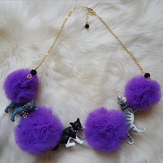Cat cats pon pon tulle necklace / purple