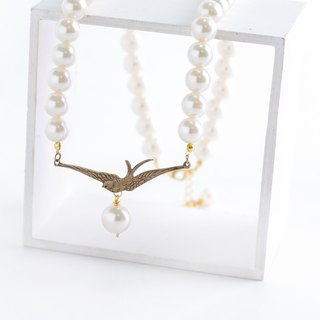 Of birds and 10mm pearl necklace