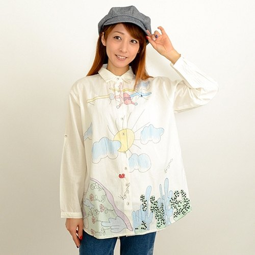 Graffiti-style embroidery roll-up shirt