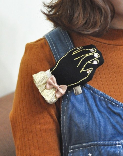 Hand made embroidery hand brooch gold edge