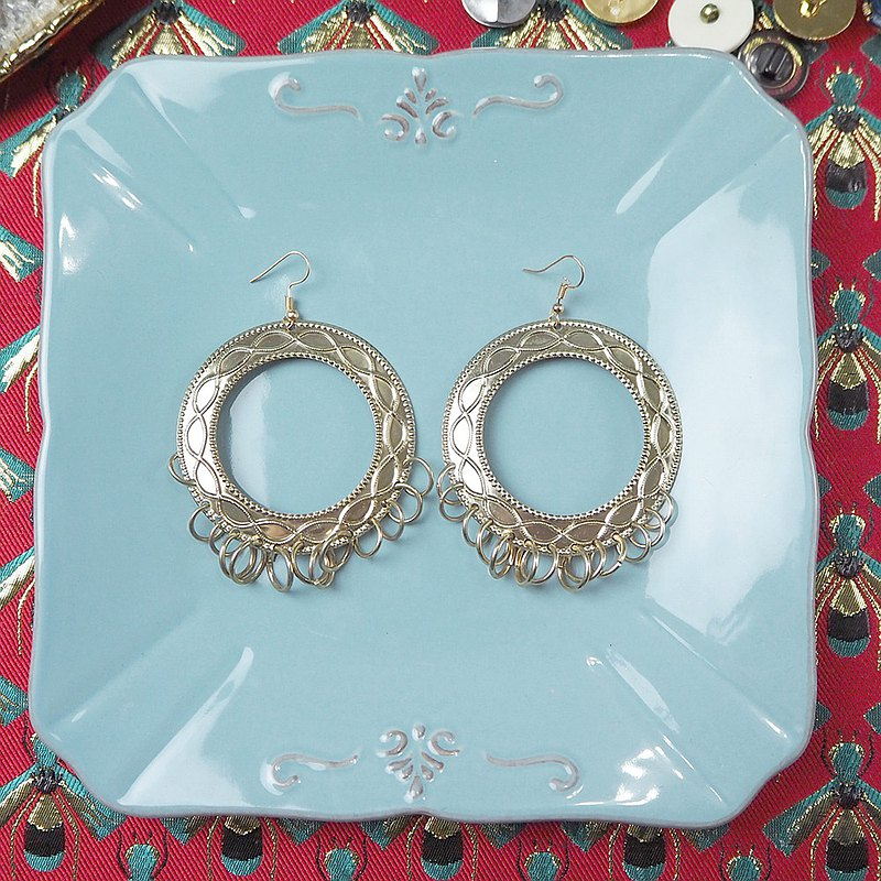 Antique Earrings | Vintage Golden Carved Wreath | BNA039