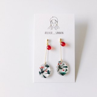 Mistletoe and Holly Series - Kissing hand-made hand-made earrings under the mistletoe