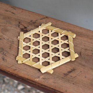 Handmade bamboo insulation pad _ hexagonal hole weaving