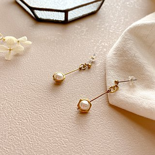 Summer bubbles-Brass pearl earrings