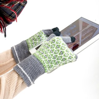 eggs pattern gloves