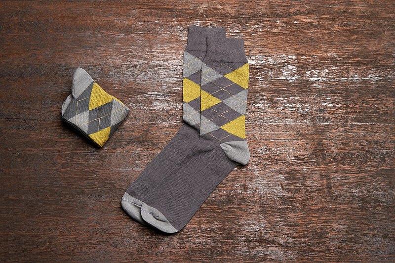 林果良品 蘇格蘭菱格紳士襪 霧灰