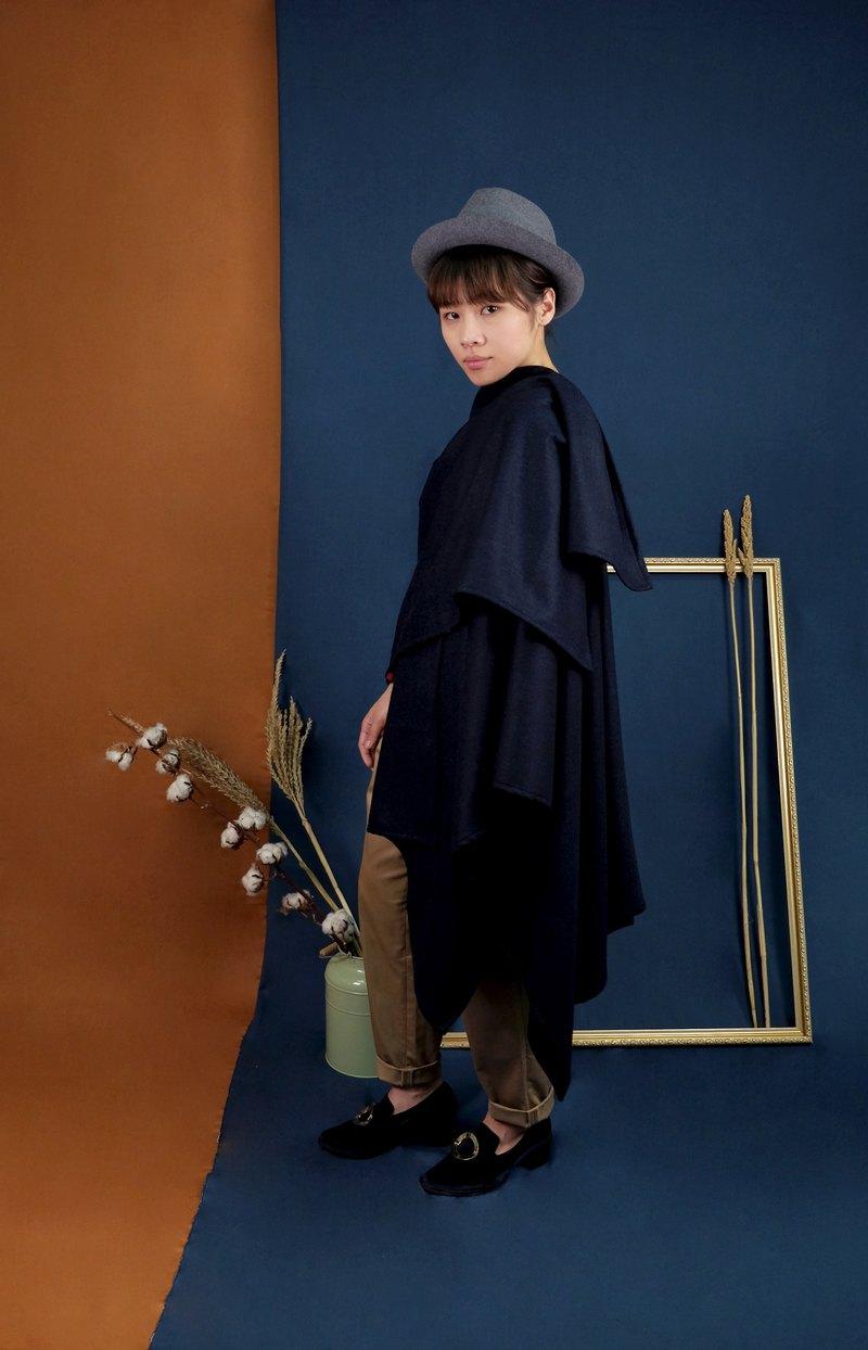 da95a1f8416e4 Travelers wool cloak dark blue fish bone pattern - Designer hikidashi
