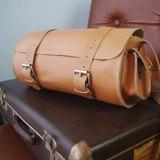 歐洲古董包-圓筒狀焦糖色真皮肩背包