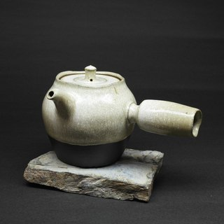 Snow urn body side hand-made pottery tea teapot props
