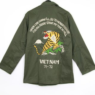 Back to Green :: Military Embroidered Shirt Jacket Embroidered Tiger // Men and Women Wearable // vintage (J-07)