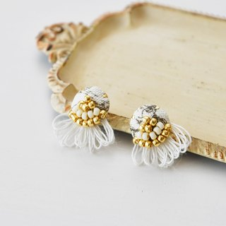 Lace tassel earrings white