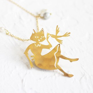MissCatCat hammered brass golden necklace Gift for cat lovers I Story_fly away