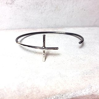 MIH jewelry | Cross sterling silver bangle