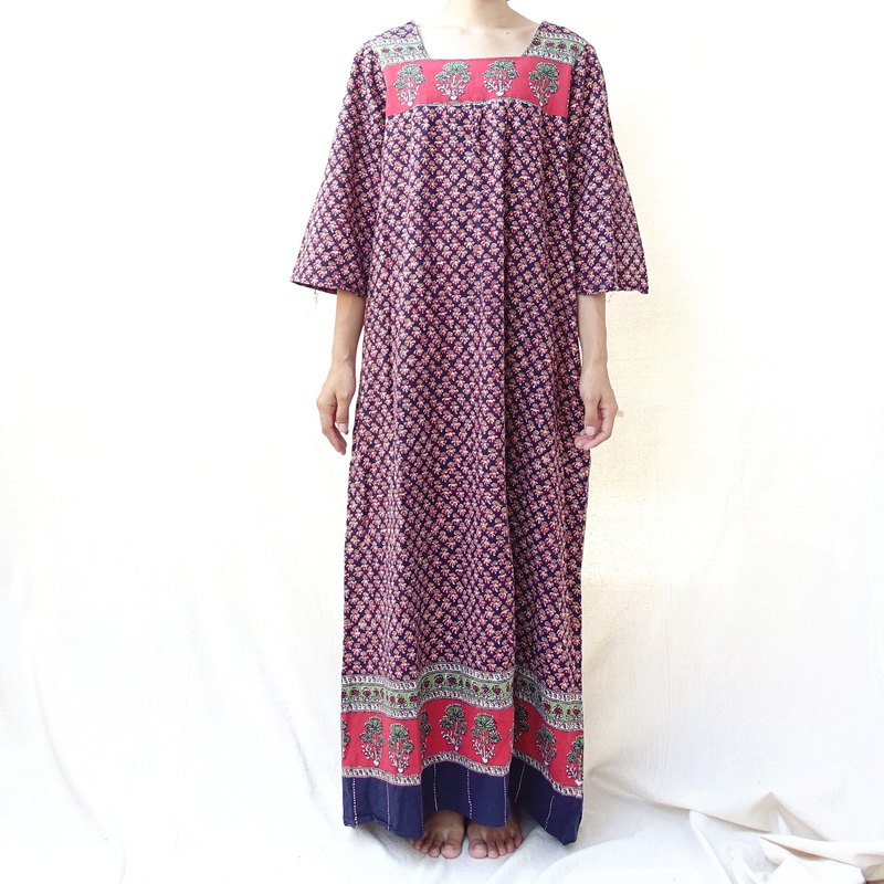 BajuTua / Vintage / 70's Hippie Yip Pakistan Handmade Shaded Sleeve Sleeve Robe