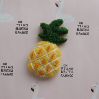 Sleeping original handmade butter oil pineapple [flamingo in cactus and pineapple] brooch / fridge