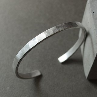 Low-profile cut brush pattern hand forging knock sterling silver bracelet
