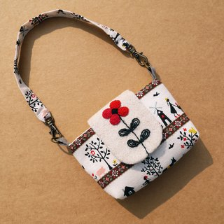 Safflower Russian embroidery camera bag