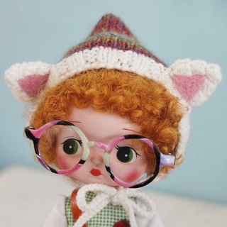 Holala, wearing straight hair wig size hand-woven merino wool dye cat cap white cat models