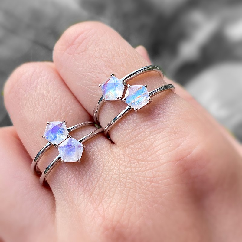 星形藍光月光石925純銀戒指 (藍光/彩虹光)
