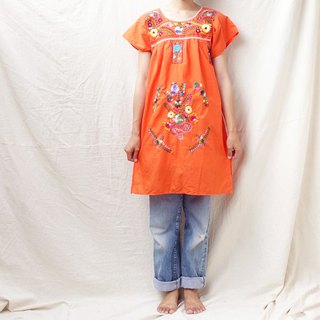BajuTua / vintage / Mexican fresh orange flowers hand-embroidered dress