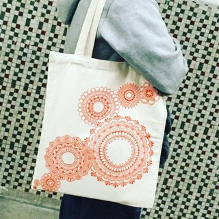 Hand-painted cotton bags shoulder bag hand-painted red-orange substance inside zip Henna Mandala design Mandala Zen painting Hanna Man pedicle about ethnic Indian painted canvas