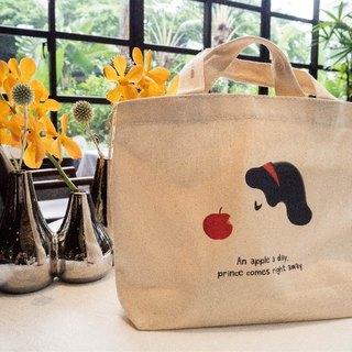 Original illustration Figure Bag - Bag canvas bag to go with the series AN APPLE A DAY [Snow White] Canvas Tote bag (size S)