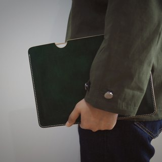 Handmade iPad leather holder hand dyeing dark green