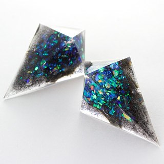 Sharp pyramid earrings (microcosm)
