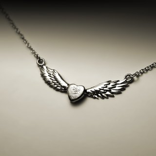Loving wings necklace