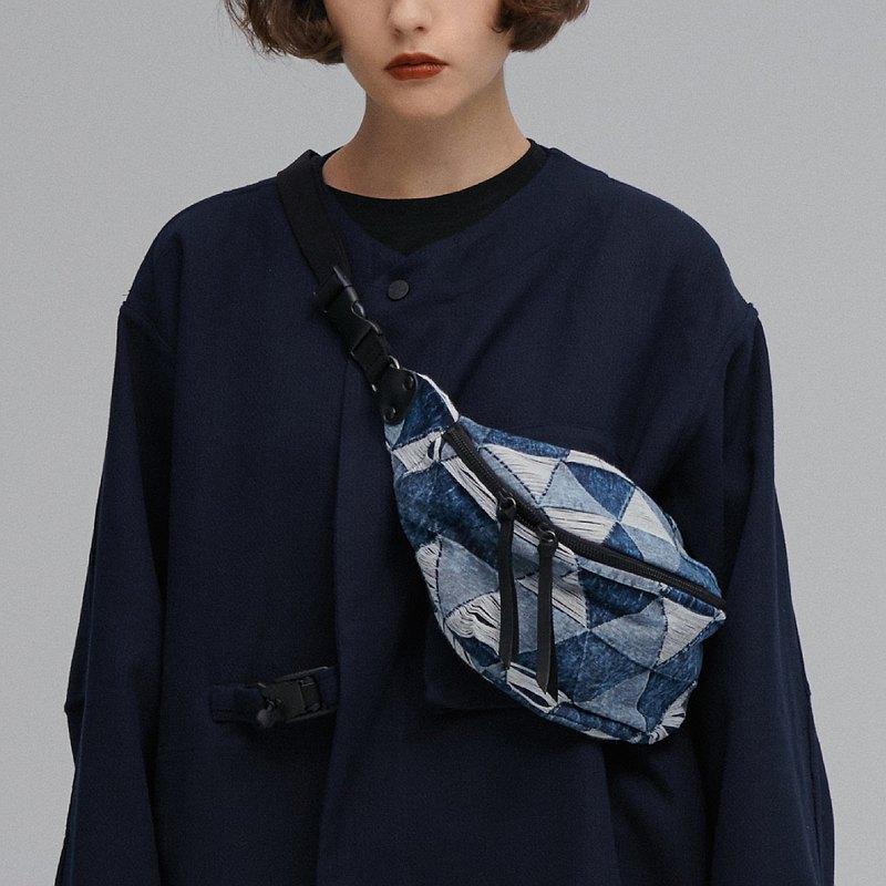 DYCTEAM - Symbiosis - DYCTEAM x PRAY waist bag (triangle)
