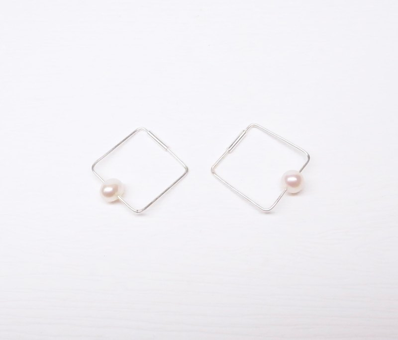 Ebony [square pearl sterling silver earrings] a pair