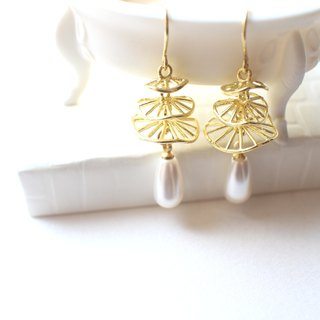 Ballet-Pearls earrings