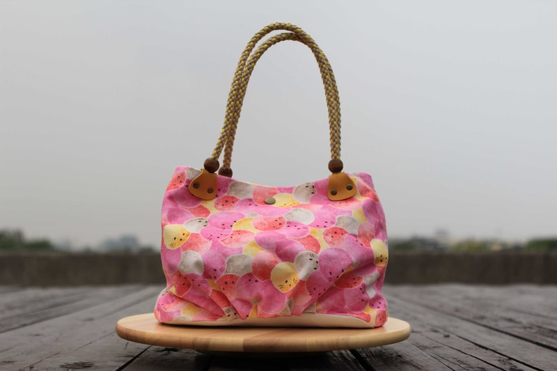 A portable candy bag - pink hairy