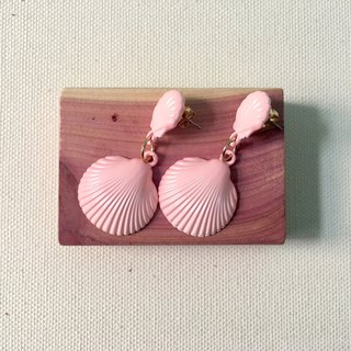 Accessory / Pink Shell Piercing Earrings