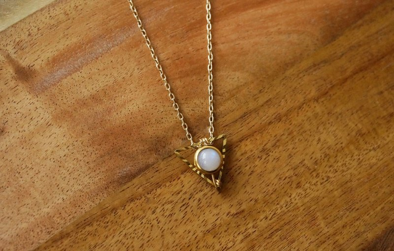 MYTH TINY: Small Triangle Moonstone Short Necklace Crystal Necklace Natural Stone Compact
