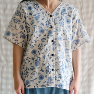 Japanese short-sleeved V-neck short-sleeved shirt models are cute little flowers