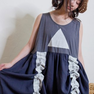 Foggy triangle wavy dress