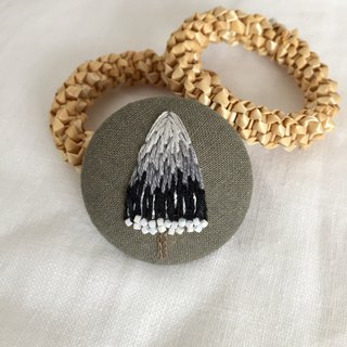Brooch / hand embroidery / winter trees