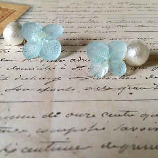 *Aquamarine*Hydrangea pierce and pearl catch