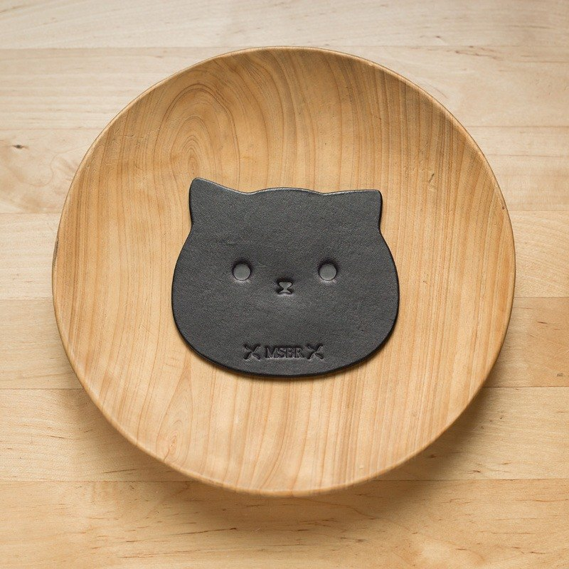 Black vegetable tanned coaster (cat)