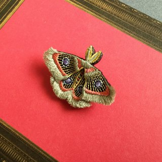 ARRO / Embroidery brooch / moth / gray