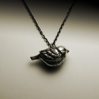 Three-dimensional sparrow necklace