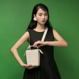 White milk box shape section leather diagonal back handcuffs dual-use small square head layer cowhide handmade original