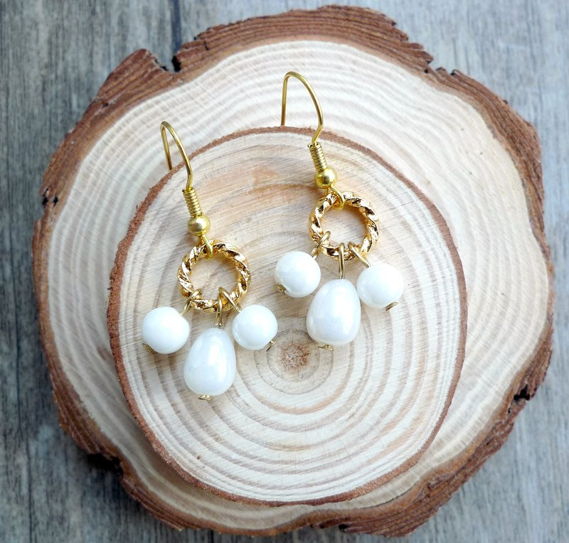 Misssheep-gorgeous gold X white glass beads earrings (ear hook)