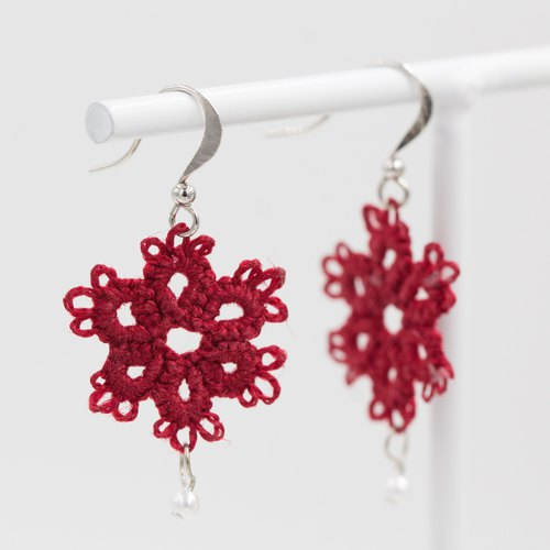 Mini snowflake earrings - burgundy