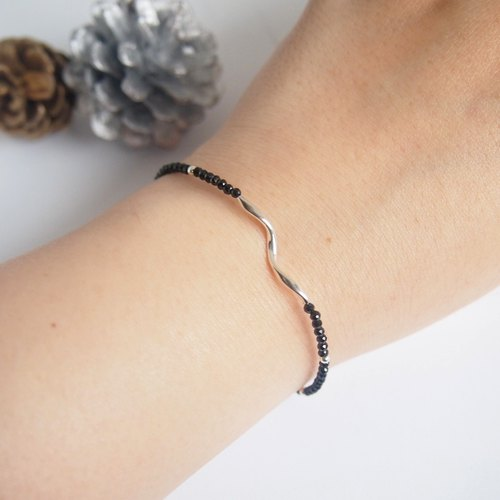 Flying wings soar | low-key gorgeous black spinel sterling silver simple bracelet