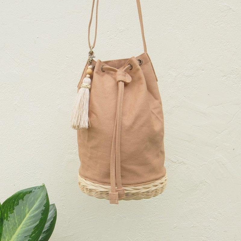 棕色水桶包