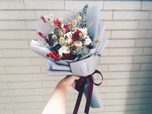 【Good flower】 red and white festive dry bouquets Valentine's Day bouquets flower flowers Korea imported packaging paper (L)
