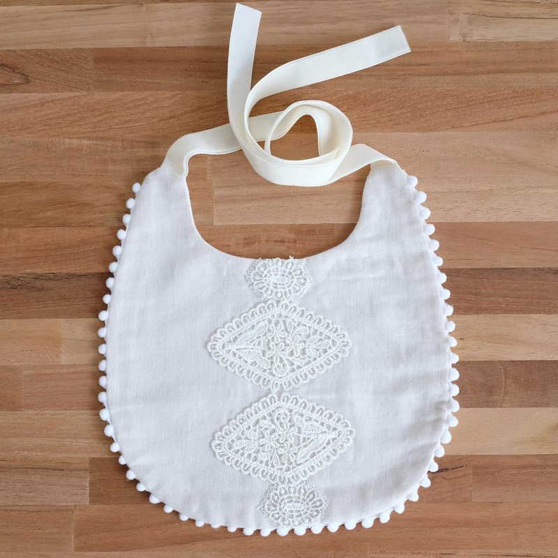 Temperament Lace Bib (Missing Moon Saliva Towel)